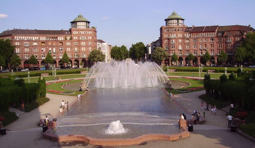 Mannheim - Food - Sightseeing - Shopping - Travel Guidebook by Thomas