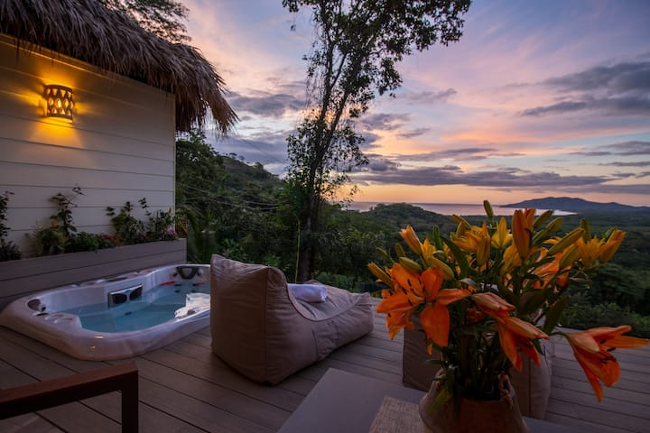 Romantic Suite with Jacuzzi Ocean View Tamarindo