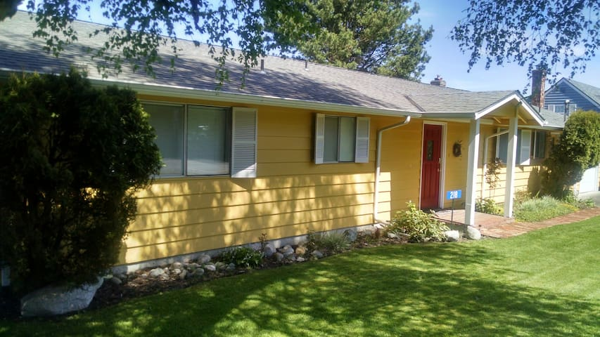 225 - 6th Street, Langley Vacation House - 225