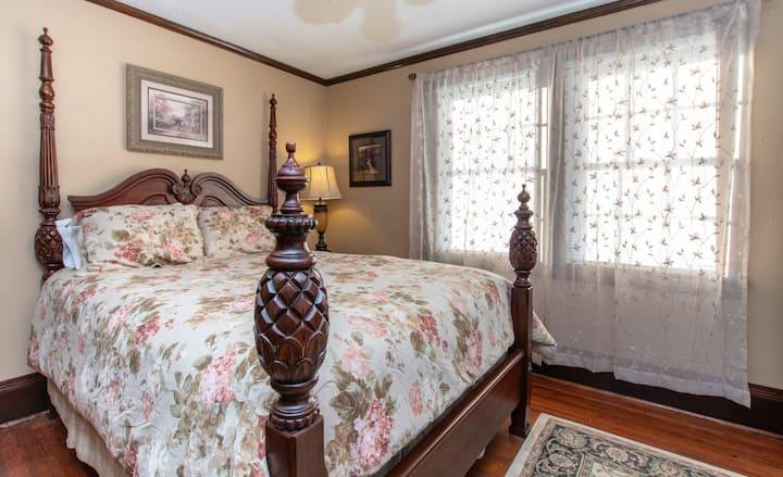 Estridge Suite (2 Bedroom/1 Bath)