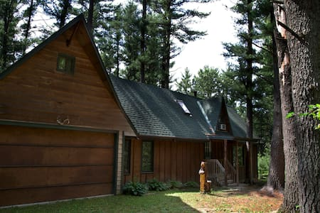 Pine Tree Oasis in Wisconsin Dells - House