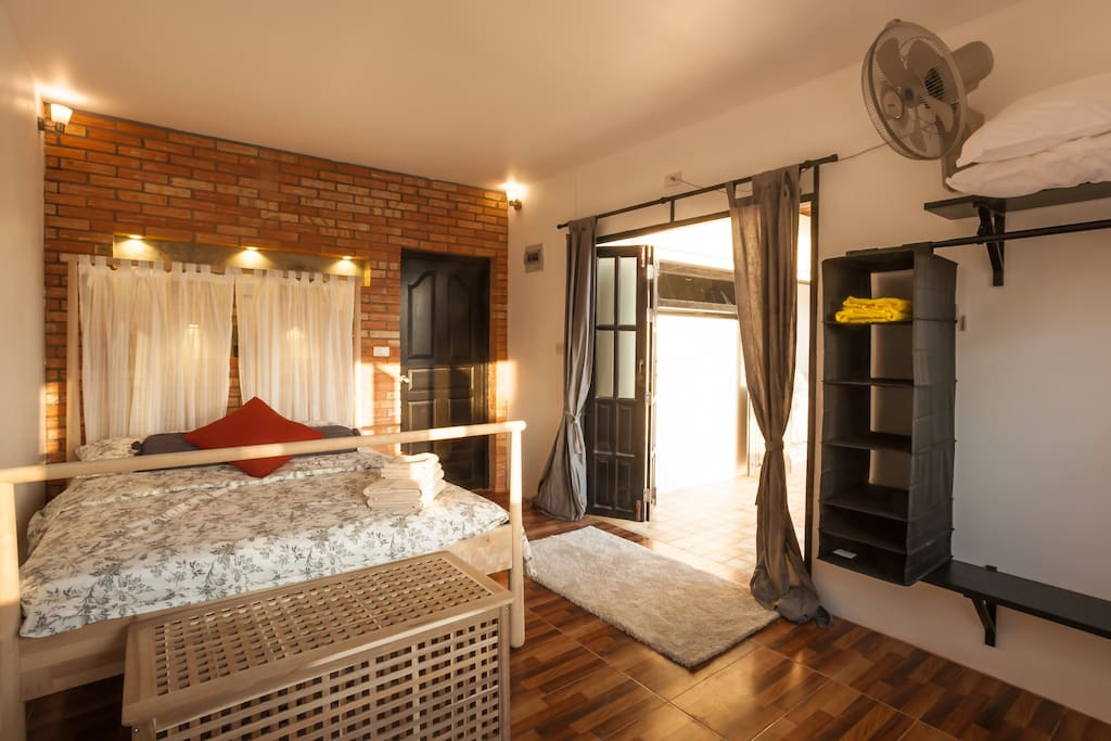 Sunset Master Bedroom with Ensuite. Clean. comfy and cosy!