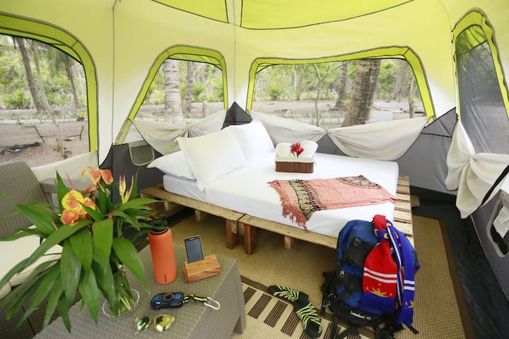 Easy Adventure - EcoLuxe Camping for 4 with Meals - Maria Aurora - Tienda de campaña