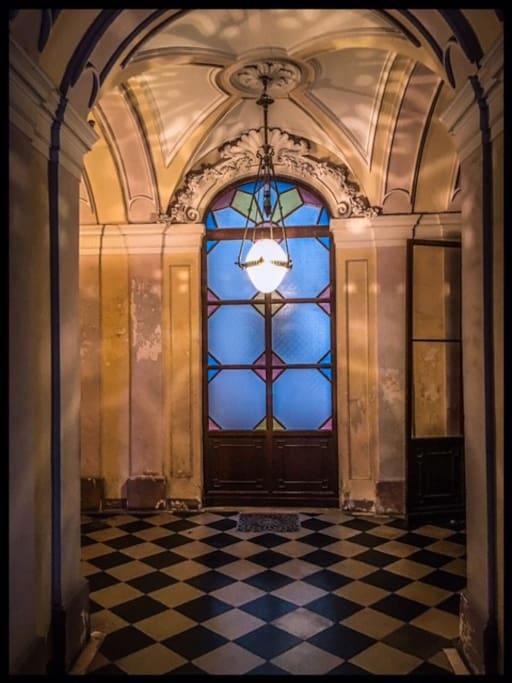 Atrio all'interno del palazzo