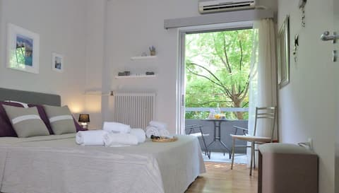 Charming Apartment under Acropolis-8MIN from metro