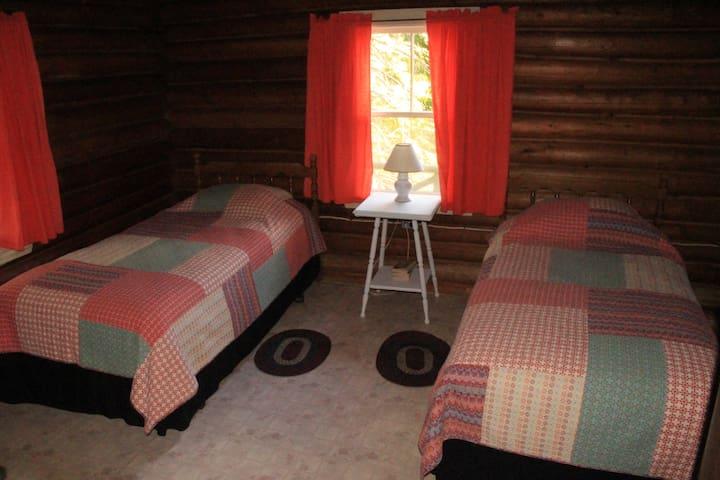 room 2 has 2 twin beds