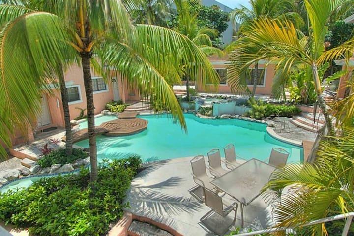 Stylish Villa 5 minutes walk from Atlantis & Beach