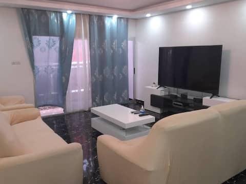 Abidjan, super appartement 2 pièces , possibilité 3 pièce pour les familles, situé à Angre non loin du château.