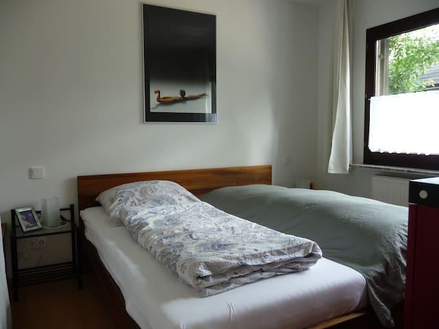 Einzelzimmer  Wohnen auf Zeit  Günstige Reinigung