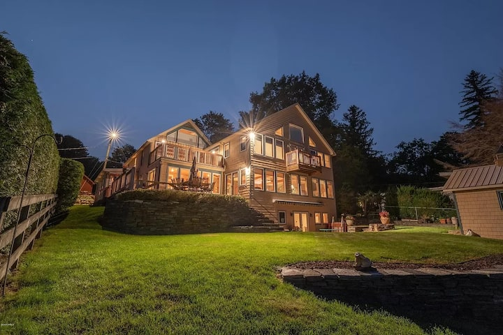 Lakefront home in the heart of the Berkshires