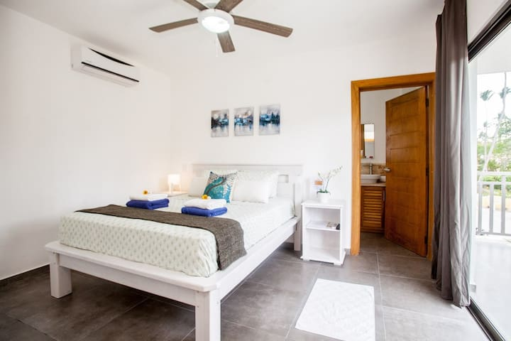 Nice and confortable bedroom with private bathroom /Balcony / WIFI / TV / AC/ Fan...