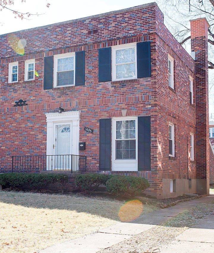 Walking Distance to the Forest Park &St.Louis Zoo!