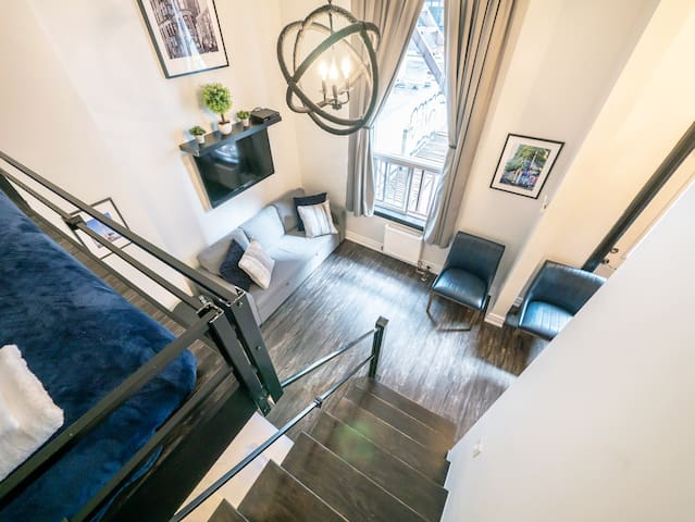 Modern Travellers Paradise- 2+1 Bed- Queen West