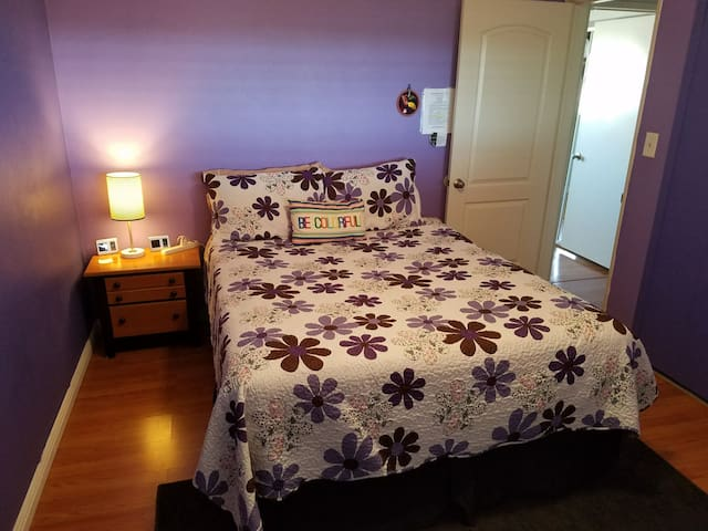 Quiet Bedroom in Central Clairemont