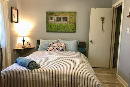 2 Bedrooms & Private Bath In Our Artsy + Cozy Home