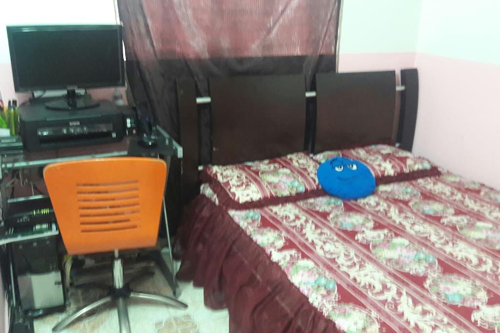 Alojamiento cómodo, cama doble, PC, WiFi,