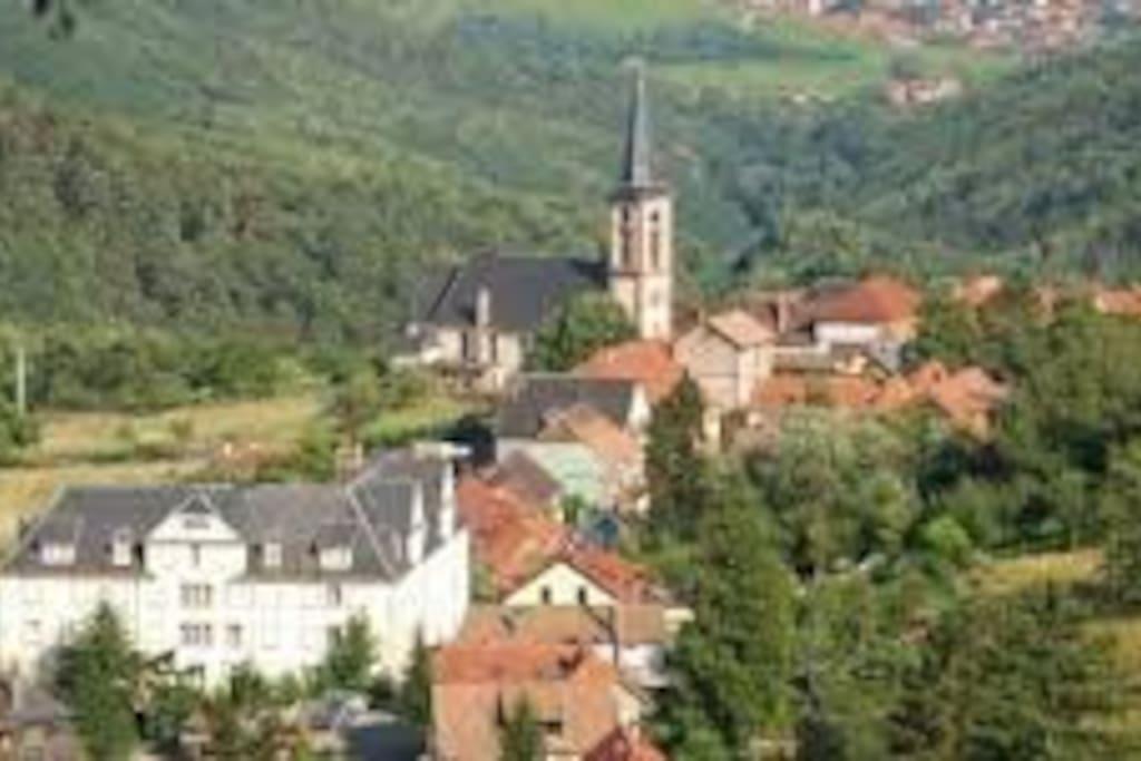 le village est dans un cadre bucolique à l'écart des grands axes