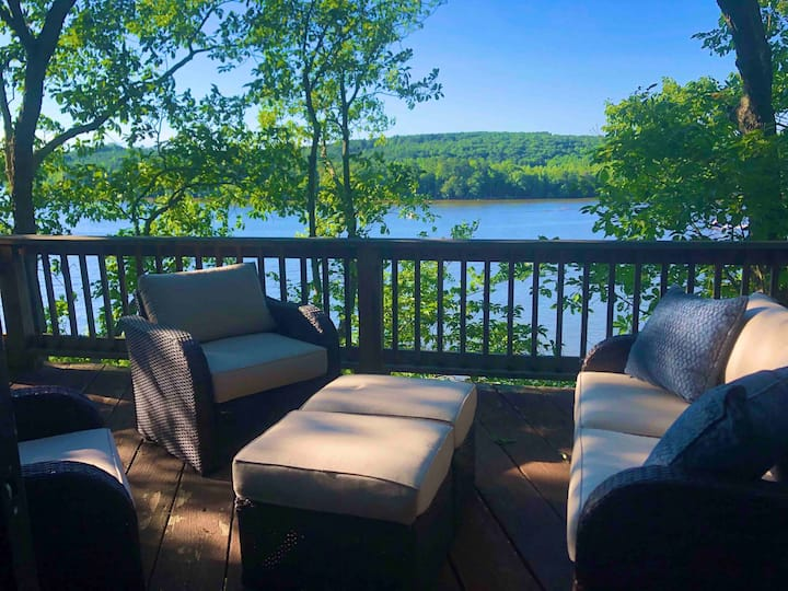 Peaceful Lake Cabin in North Carolina Mountains