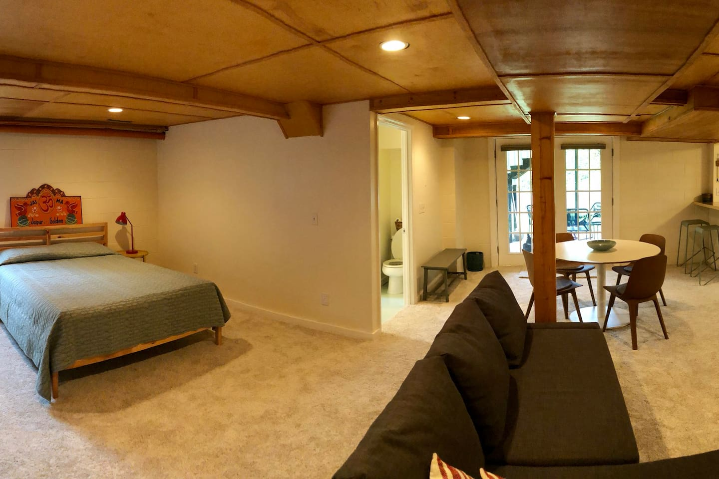 Your Nashville get away. A lovely 700 sq foot basement studio. Great for relaxing between honkytonks.