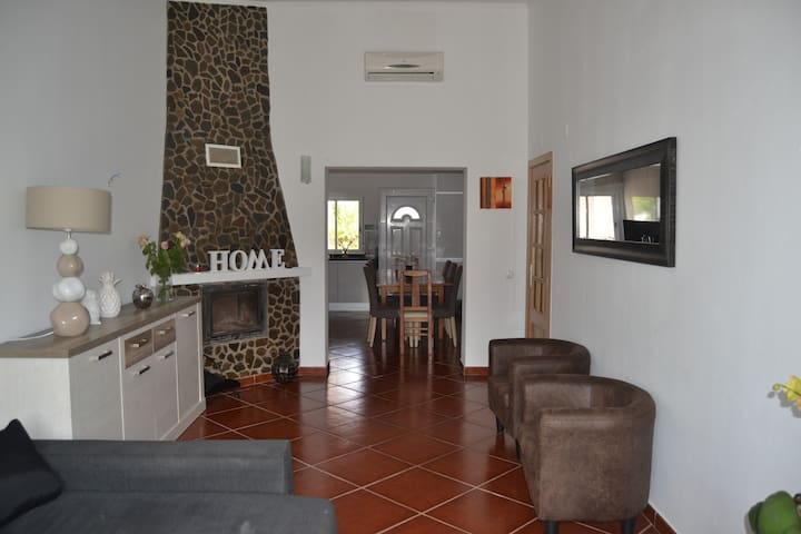 Relaxing holiday in 3 bedroom house with garden - Algoz - Ev