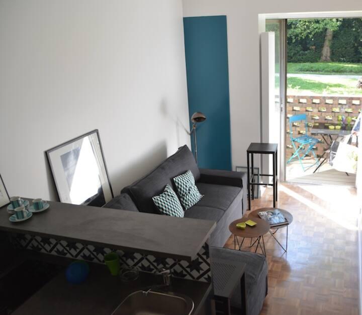 Studio with balconny, Porte d'Auteuil