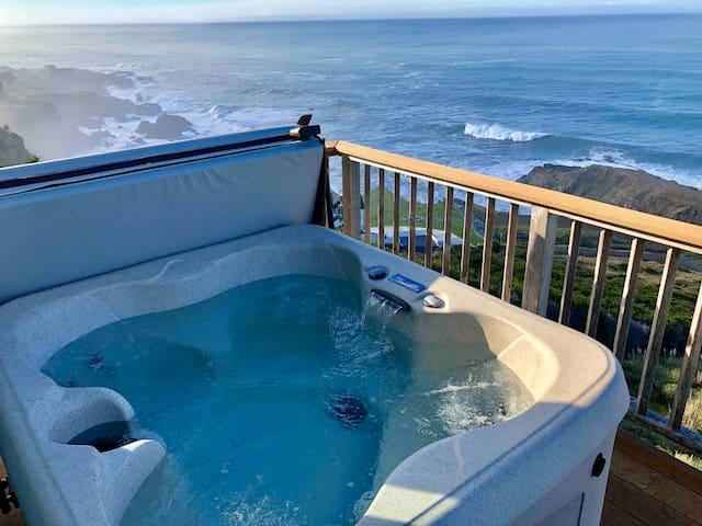 Spectacular Ocean View Penthouse,  Oceanfront!