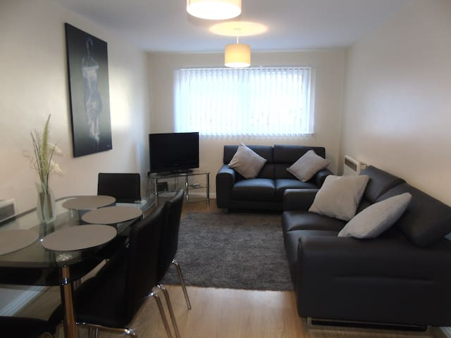 Liverpool 2 bedroom apartment sleeps 4 people