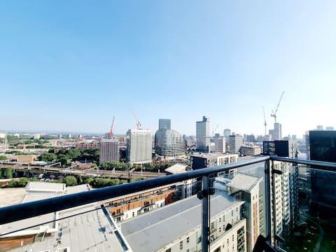 Stunning Penthouse w/ Skyline Views & Free Parking