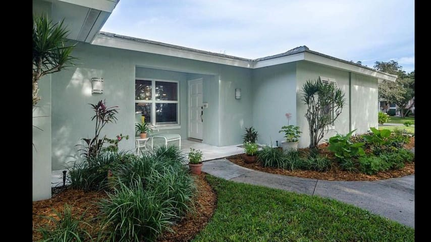 Comfortable getaway in the heart of Naples Fl