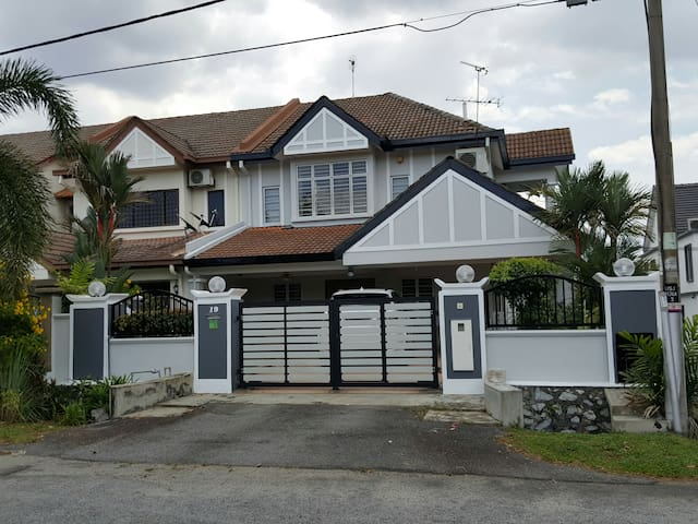 Home away from Home. You'll love it - Subang Jaya - House