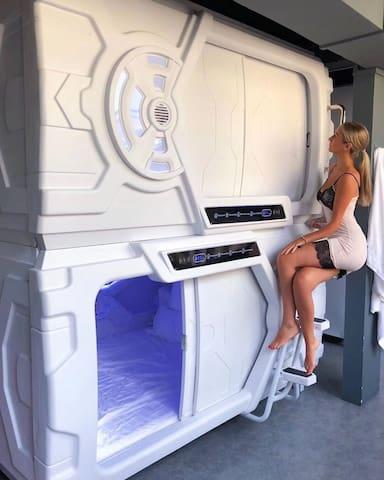 (Luxury capsule for male)(一舱一价)(男生公寓)超潜-超豪华太空舱公寓