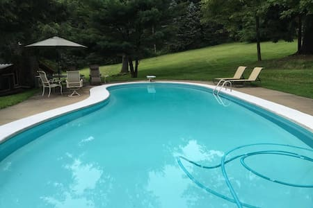 Tappan Lake Cottage, Pool, 1 acre Pond & 16 acres!