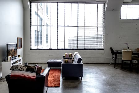 BEAUTIFUL LOFT WITH 20 FT CEILINGS!! - Cincinnati