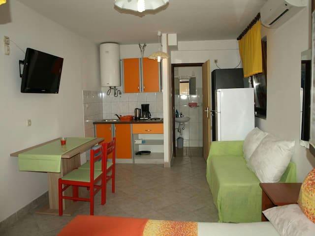 Apartmani Ivanka 5