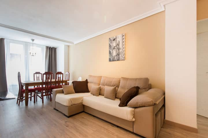 LOVELY NEW APT 1300m FROM BEACH 8PRS.