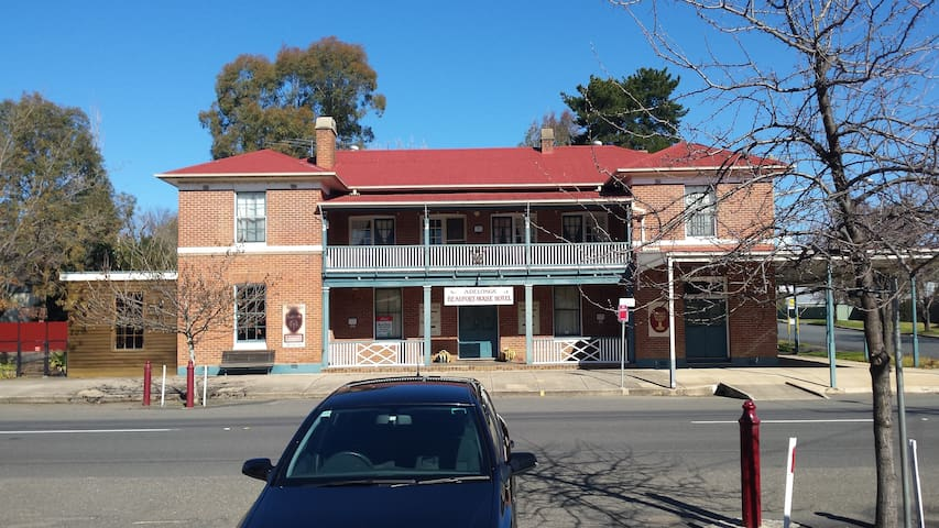 Beaufort House Bed and Breakfast Motel Unit Two - Adelong - Bed & Breakfast