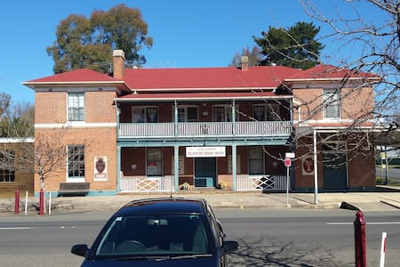 Beaufort House Bed and Breakfast Motel Unit Two - Adelong