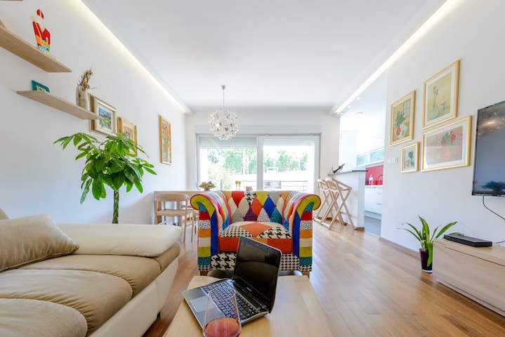 LyLu luxury apartment with garden and parking