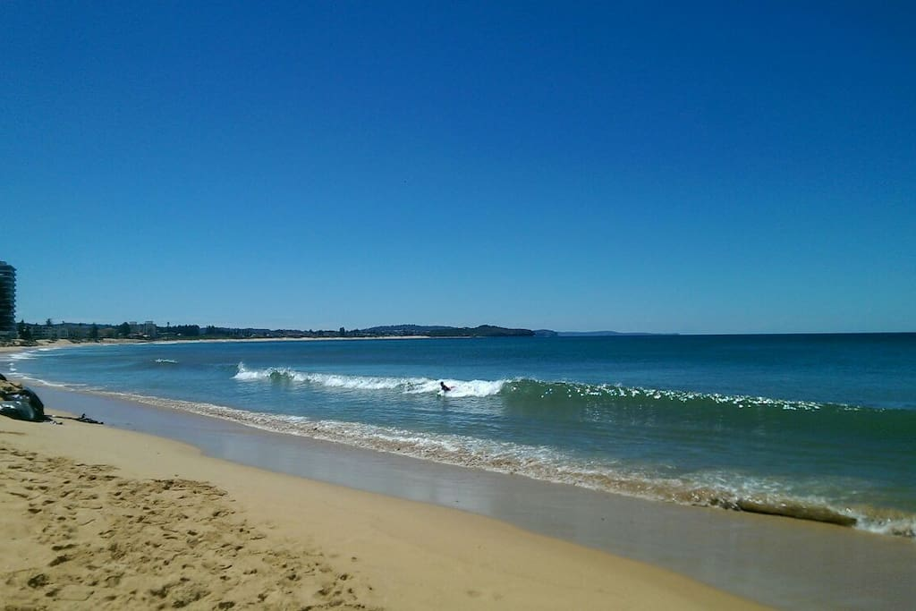 Surf beach and family friendly pool 2 minutes walk.