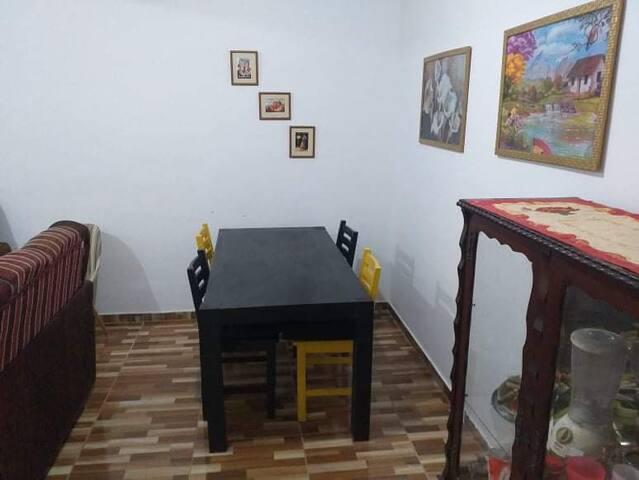 ALUGA -SE  CASA PARA TEMPORADA - GUAPIMIRIM - RJ