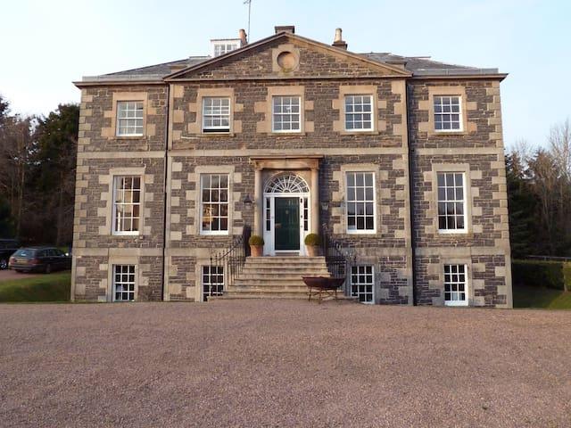 Stunning Georgian house easy access to Edinburgh