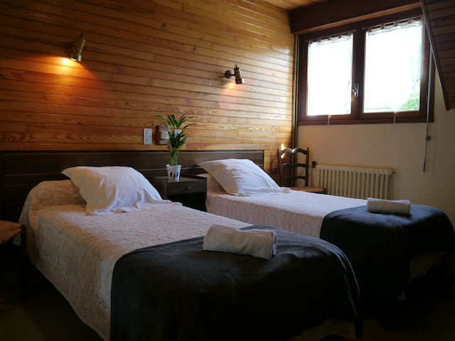 Comfortable twin ensuite bedroom - Pyrenees