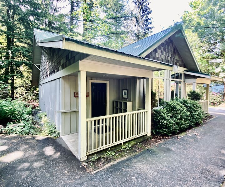 Rosewood Cottage Overlooking Cultus Lake