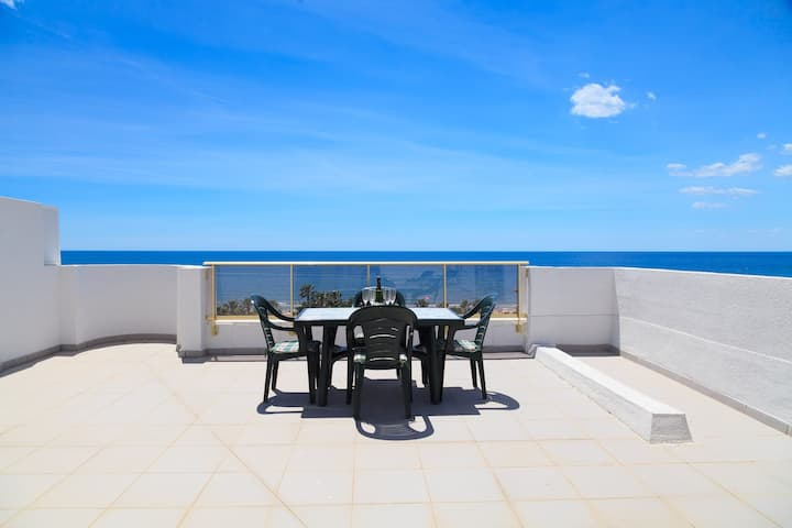 Penthouse Sea Views · AirCon · Pool · Parking · UHC ACACIAS 263