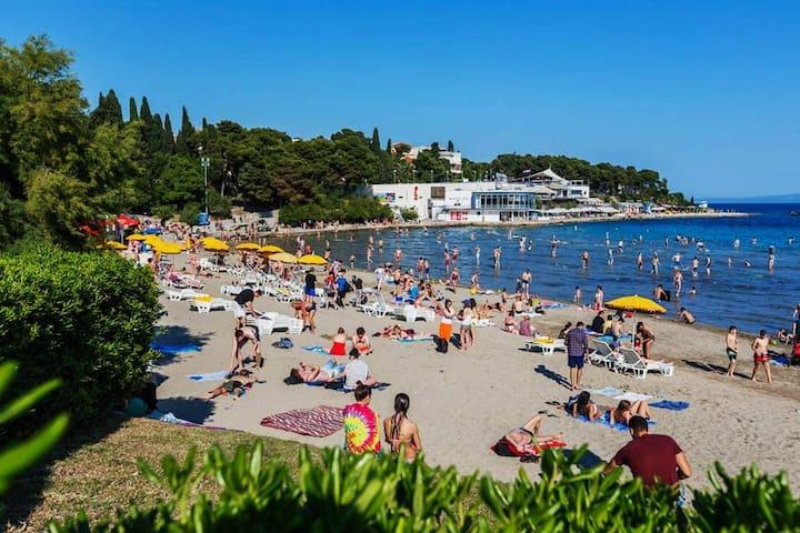 CITY OF SPLIT - BEACH BACVICE