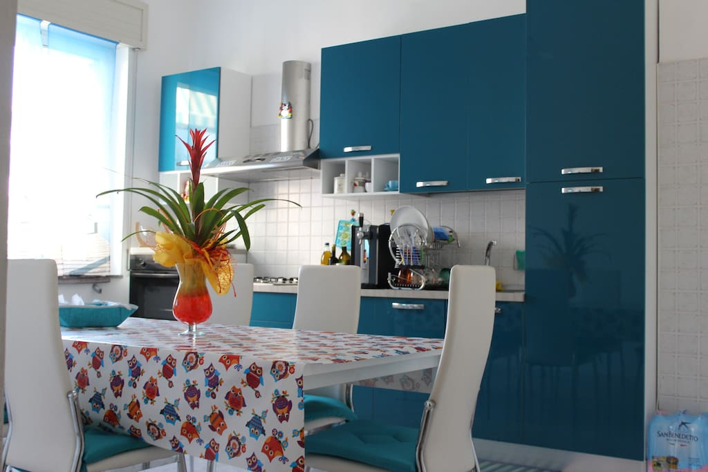 Cucina e sala da pranzo - Kitchen and dining room