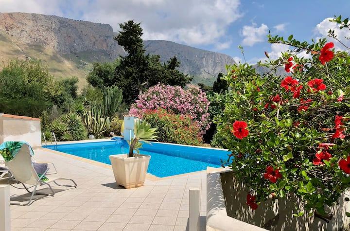 LacasasullascoglieraTerrasini: casa Luciana