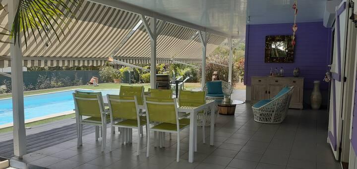 Villa avec piscine et matériel pour bébé