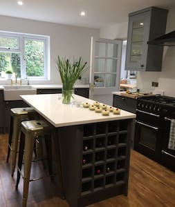 4 bed detached house in central Henley-On-Thames