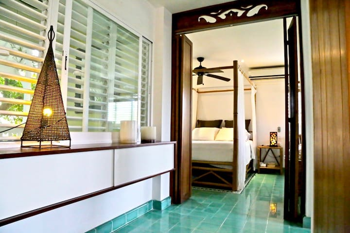 ENJOY NEW RATES!! CARIBBEAN HOME STEPS TO THE SEA
